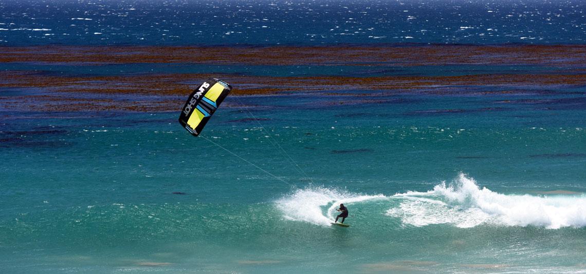 slingshot kiteboarding werkt samen met beachflags.nl